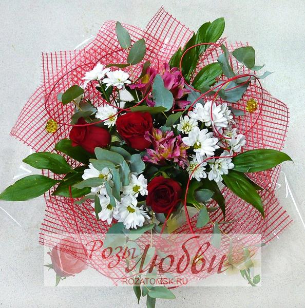 Круглый букет из роз, хризантем и альстромерий - Розы любви